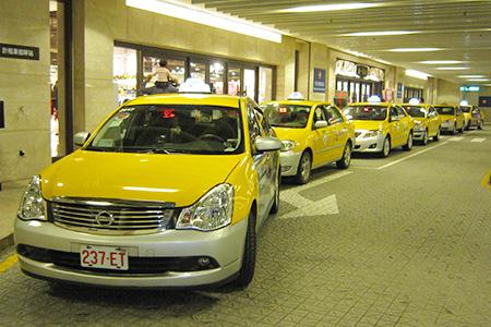 Acceso a taxis en la estación de Taipei City Hall