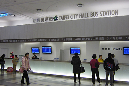 Oficina de boletos de la estación de Taipei City Hall Hall