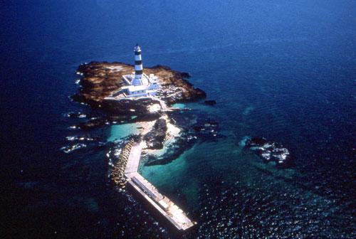 目斗屿为澎湖群岛最北之岛屿,由於附近海域暗礁密布,容易发生船难,为