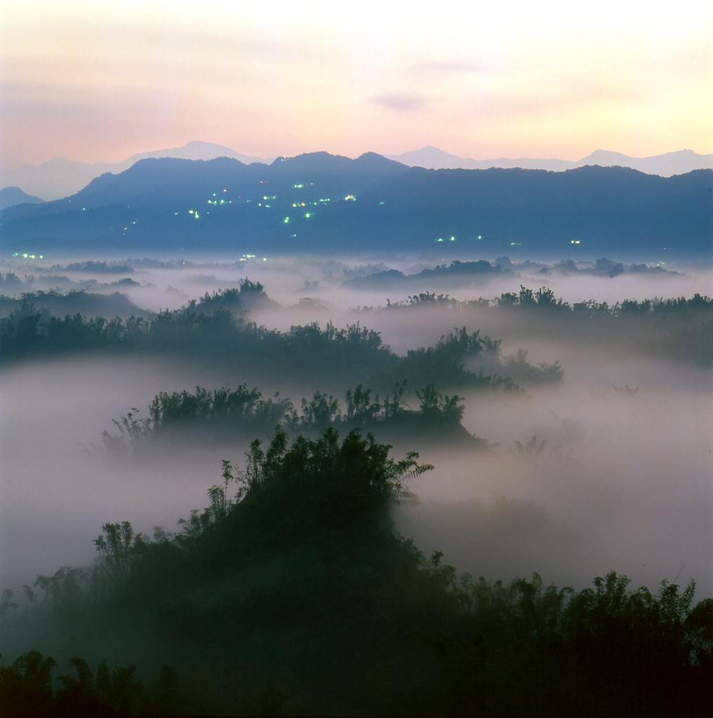 草山月世界景色