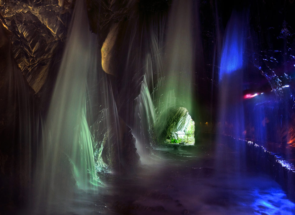 Water Curtain  in the Baiyang Trail