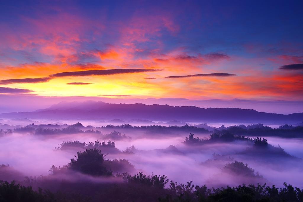 草山月世界美景