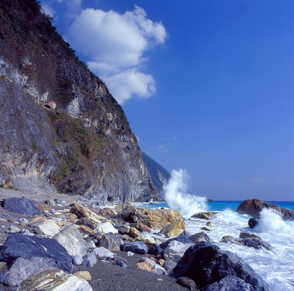 形勢險峻的清水斷崖