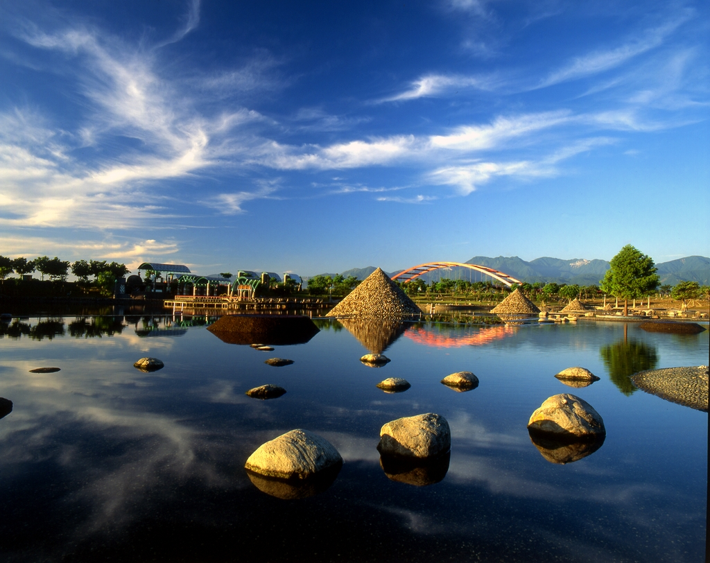 Dongshan (Dong Mountain) River Water Park