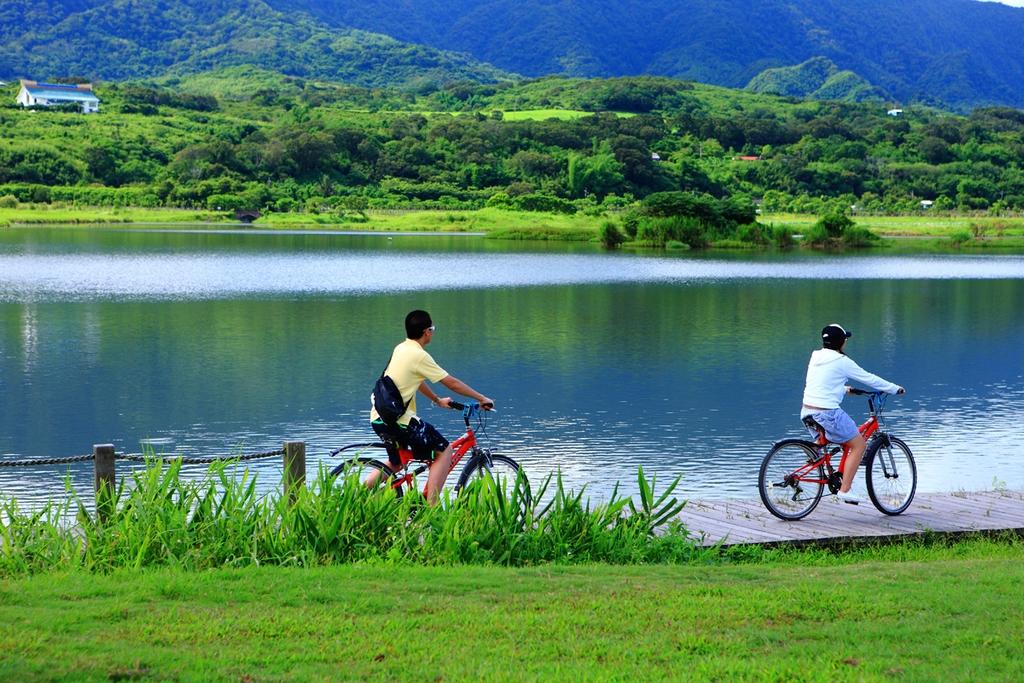 大坡池騎自行車