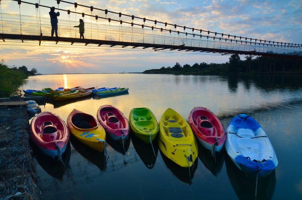 晨光、吊橋、泛舟趣