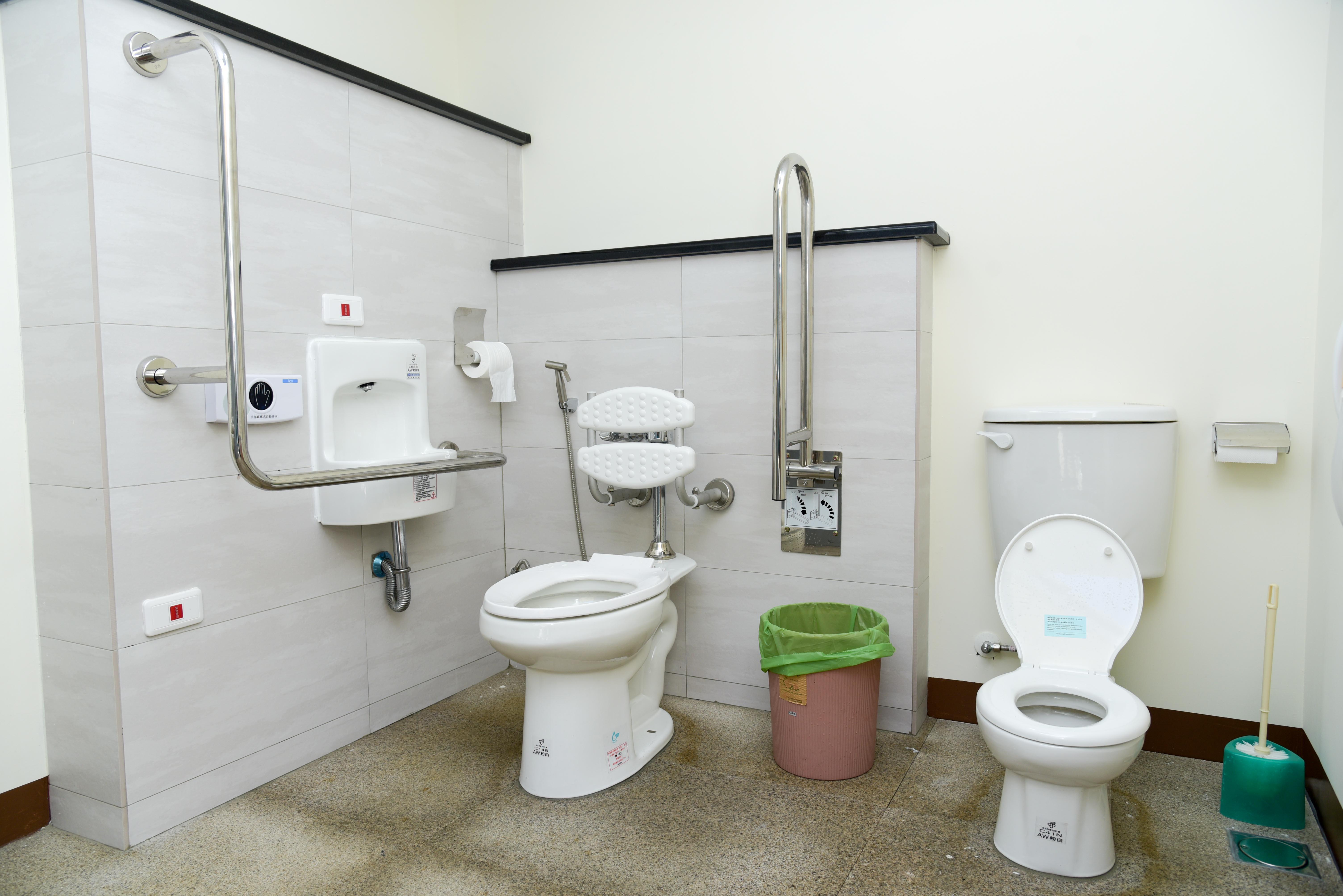 性別友善廁所內部