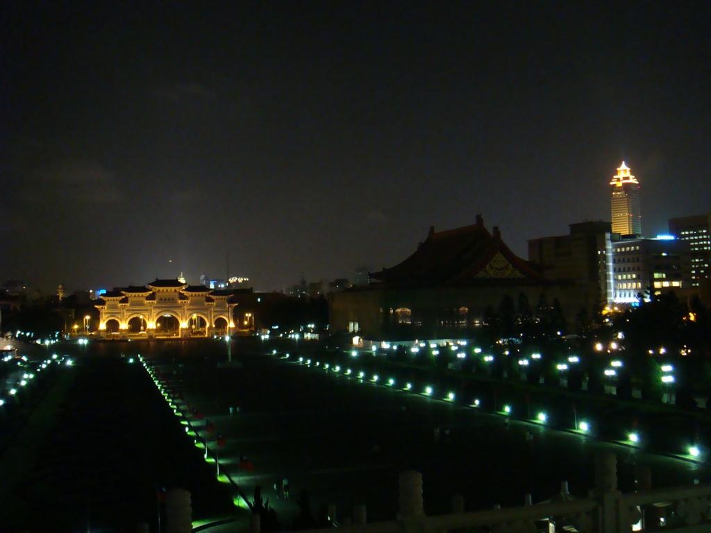 自由廣場夜景