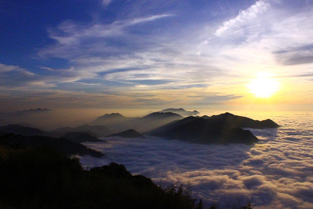 隙頂二延平山雲海
