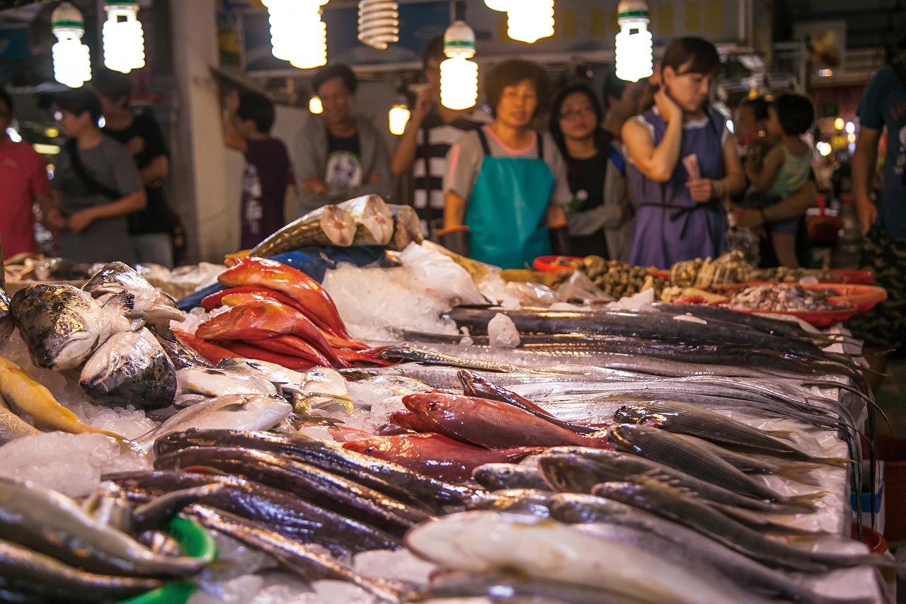 Vendors of Qigu Seafood Street