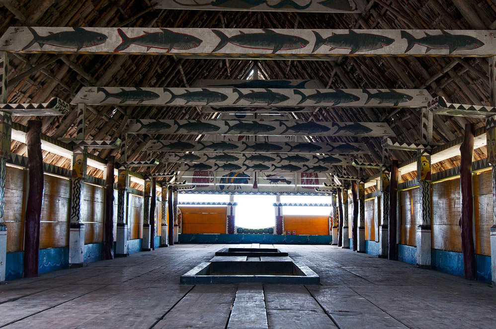 原住民圖騰屋內部