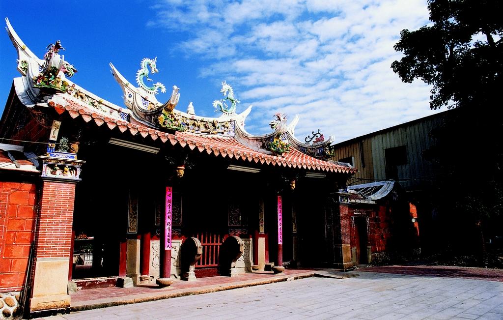 【文昌祠】「文昌祠」的興建,提升了地方文化水準,堪稱是大甲文教的先驅,奠定大甲文明氣象,今為市定古蹟。