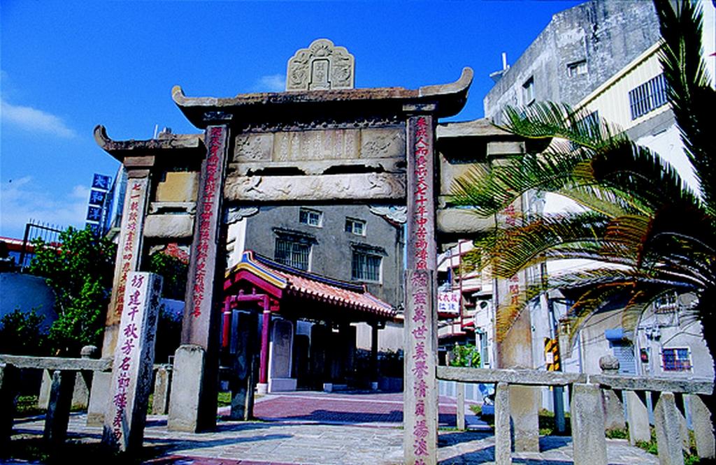 【林氏貞孝坊】「林氏貞孝坊」,是活生生的歷史痕跡,是「烈女不侍二夫」忠貞觀念的見證,足以留芳千載萬秋,今為市定古蹟。