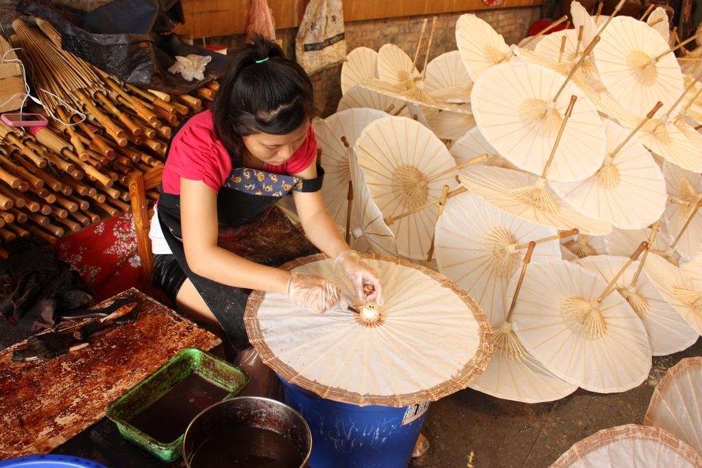 美濃還保留著完整的手工紙傘工藝技術