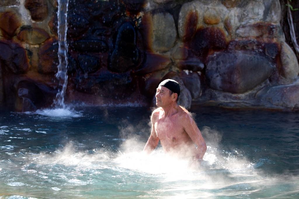 【礁溪溫泉】富含鈉、鎂、鈣、鉀、碳酸離子等成份,是全國唯一的平地溫泉,水質清澈潔淨,是礁溪最重要的觀光資產。