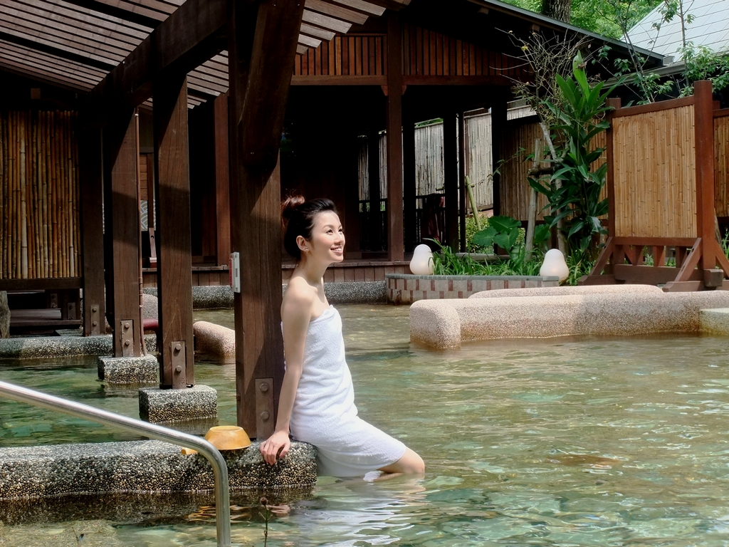 【溫泉公園森林風呂】以森林為背景,公園化的佈置,融合自然的「森林風呂」,盡享最溫暖、幸福的泡湯感動,是礁溪鄉新興景點。