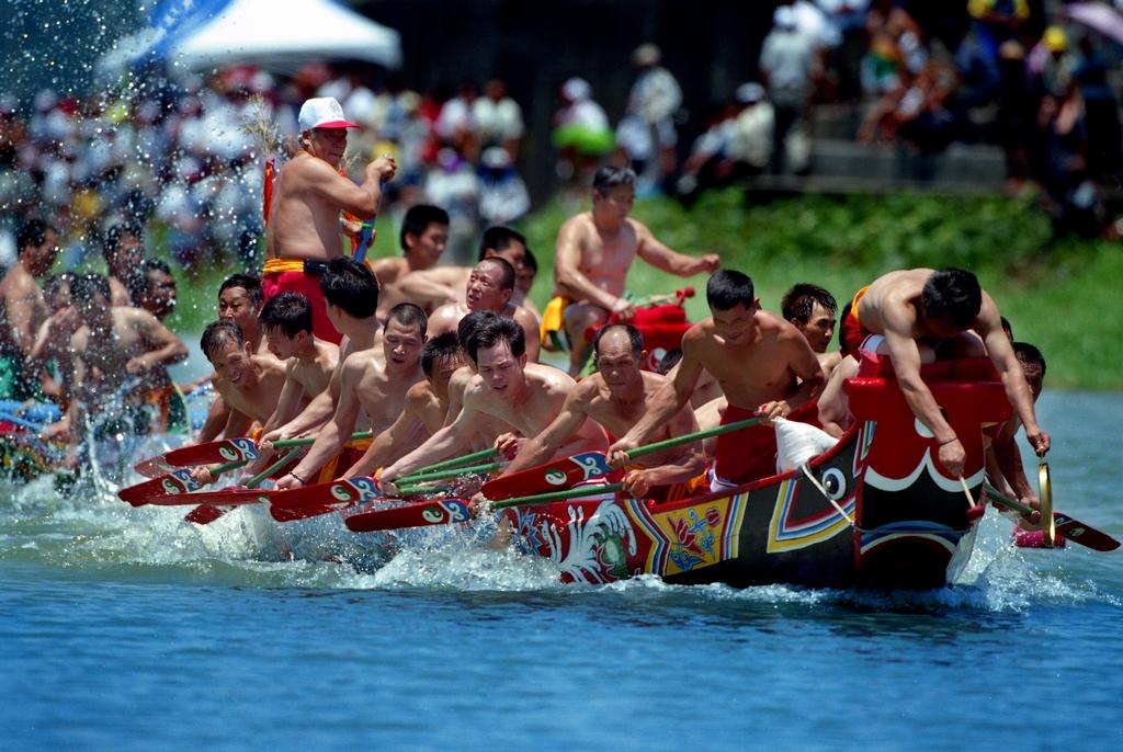 【二龍競渡】每年端午節辦理的二龍競渡,承襲至今已逾200年,歷史悠久也是最具文化鄉土氣息的龍舟比賽。