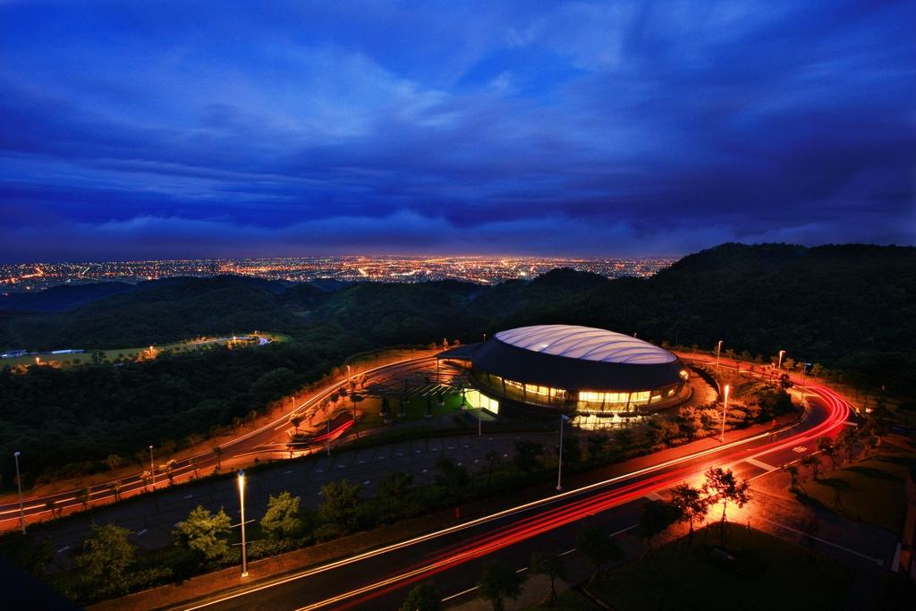 【佛光大學】  位於林美山上,視野遼闊,可直接眺望龜山島,可俯看壯闊的蘭陽平原,也是欣賞宜蘭夜景最佳的地點。