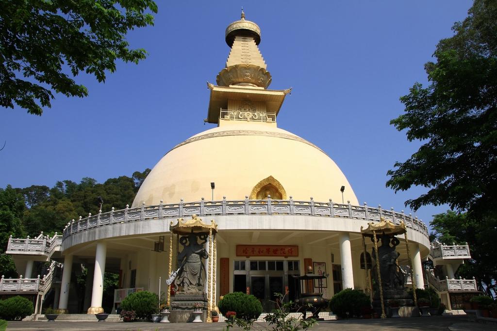 【鎮國寺佛陀舍利塔】東南亞最高舍利佛寶塔-集集鎮國寺,又稱世界和平塔。設有全台唯一208個銅製轉經輪,清幽典雅、暮鼓晨鐘,兼具宗教觀光之殊勝景。