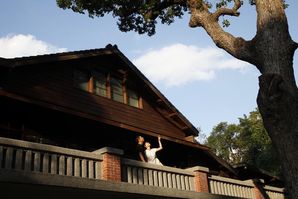 【梅庭】建於1930年代,曾是「一代草聖」于右任先生的故居。現為市定歷史性建築,保有日式風格,庭院內綠樹成蔭,設有展覽區與遊客中心。