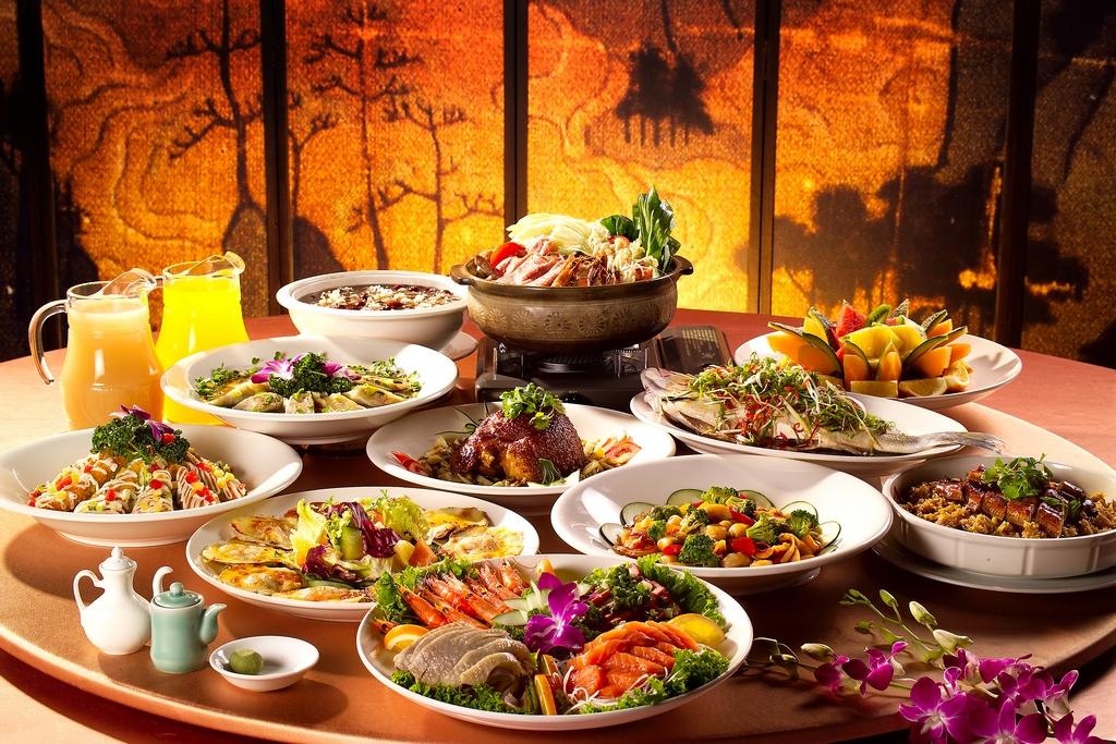 北投「酒家菜」又稱「官菜」源自日治時期用來招待政要的料理。無論是食材、刀工、擺飾或排場,講求奢華精緻,形成北投美食的特色之一。