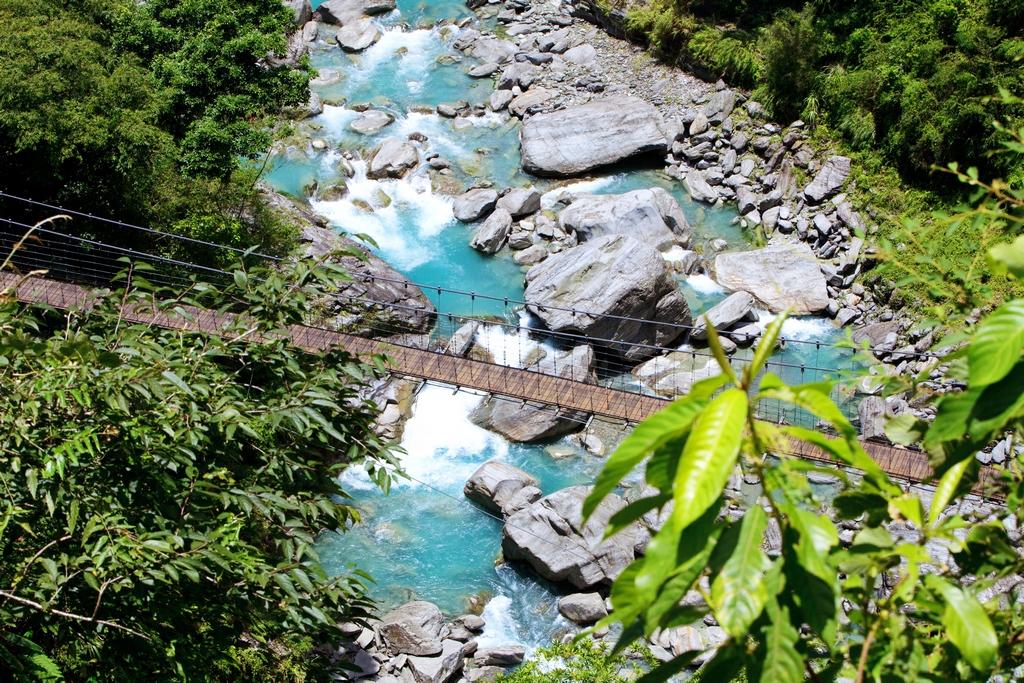 【富源森林遊樂區】  富源有豐富的山林、溪流生態,是昆蟲、蝴蝶、螢火蟲的最佳觀察地點;區內的龍吟瀑布與吊橋,綠水青山,美不勝收。