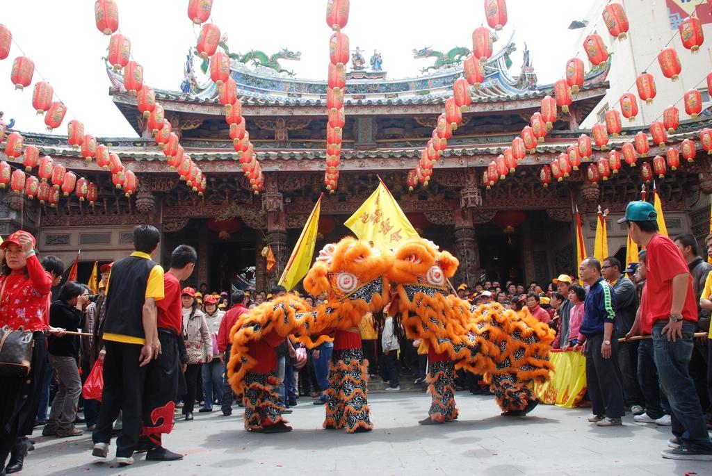 鹿港全年各個廟會活動不斷,隨時等著國內外觀光客到此體會濃厚的宗教、文化氣氛。