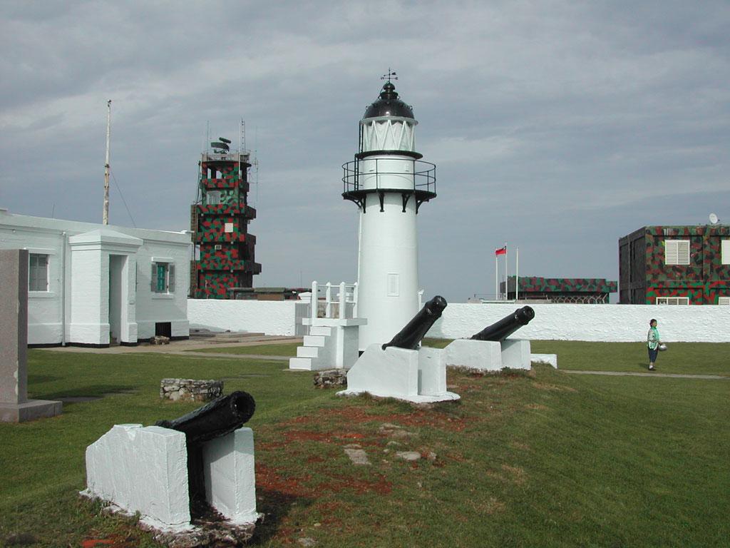 漁翁島燈塔及三尊鑄鐵霧砲