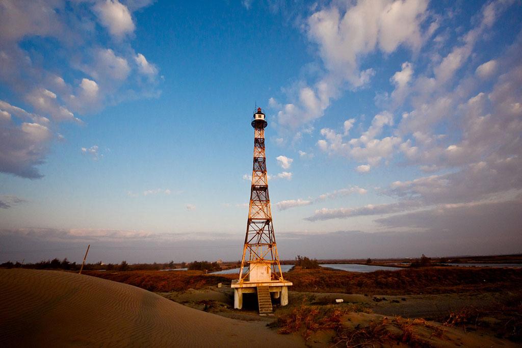 國聖港燈塔全景