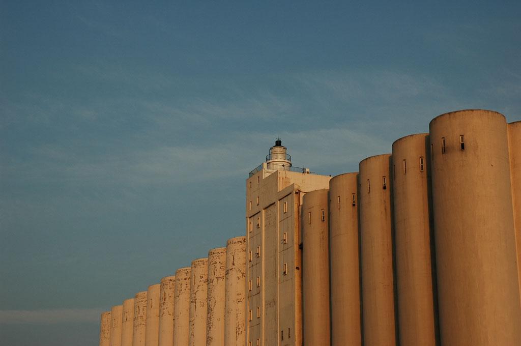 遠眺臺中港燈塔