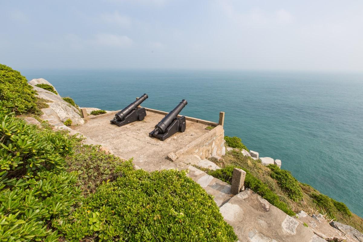 東引島燈塔外的砲台
