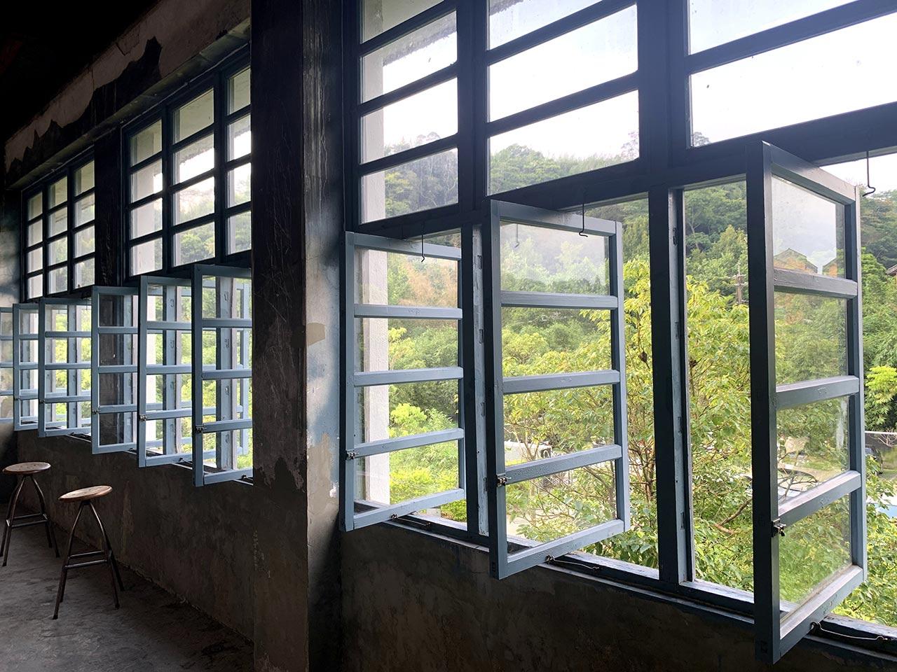 2樓老檜藍窗櫺