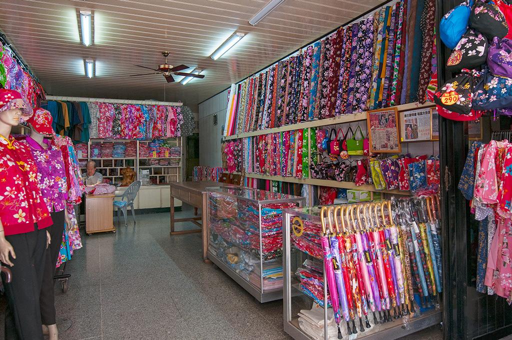 南庄老街內別具客家特色的服飾店