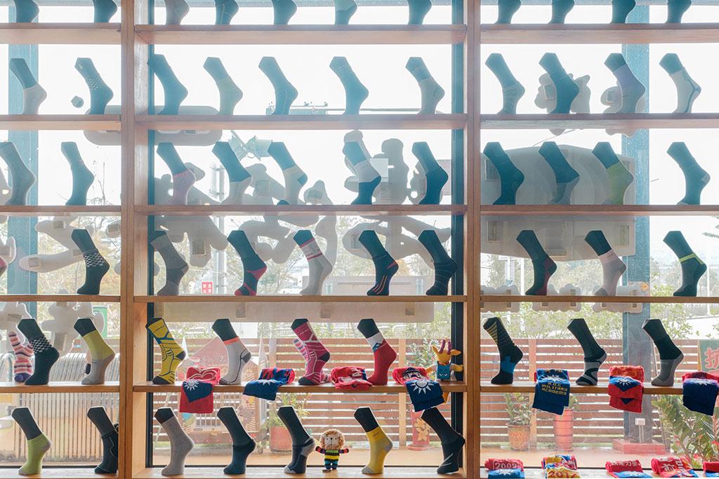 樂活襪之鄉博物館襪子牆(樂活襪之鄉博物館提供)