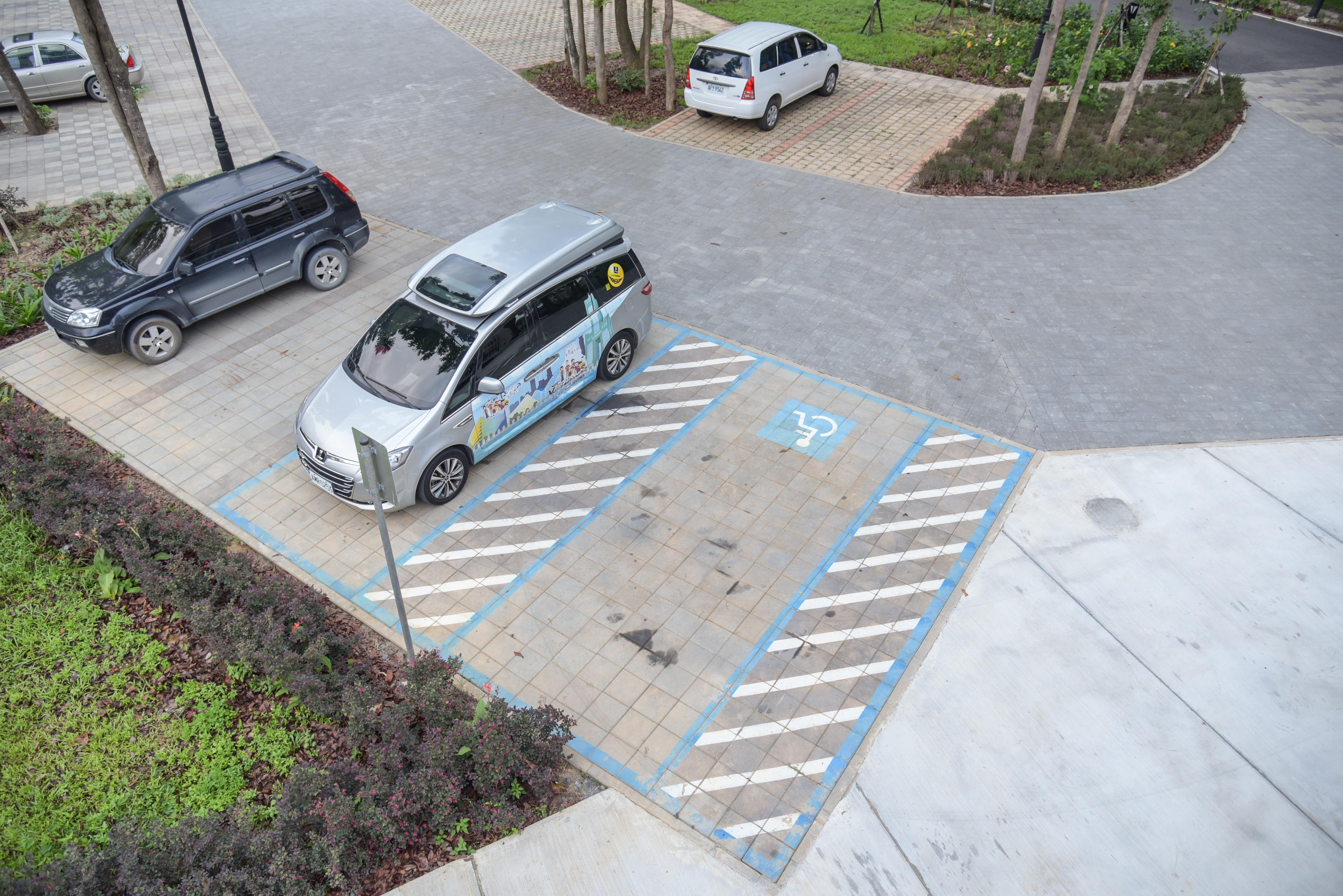無障礙停車位