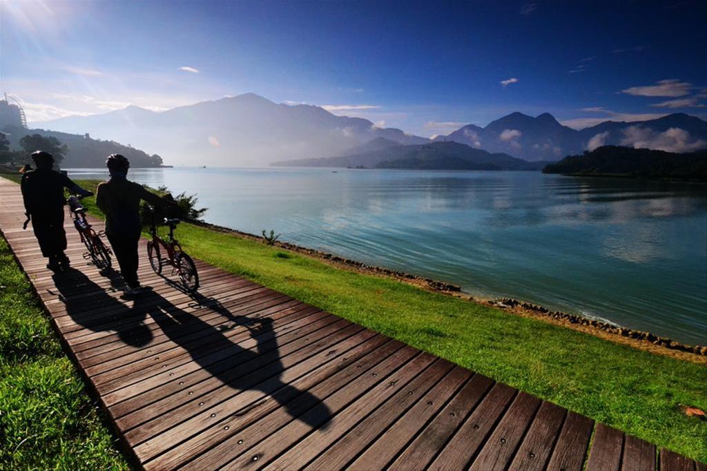 自行車道環湖景致