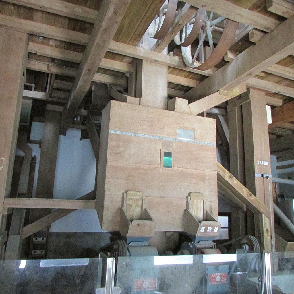 三層樓高木造碾米機