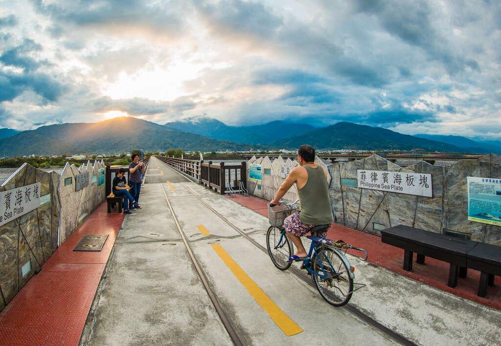 玉富自行車道為「世界唯一」橫跨兩個板塊的自行車道
