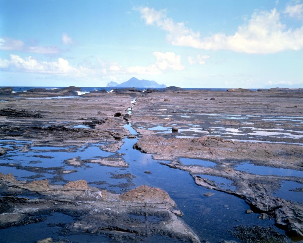 萊萊海蝕平台及眺望龜山島