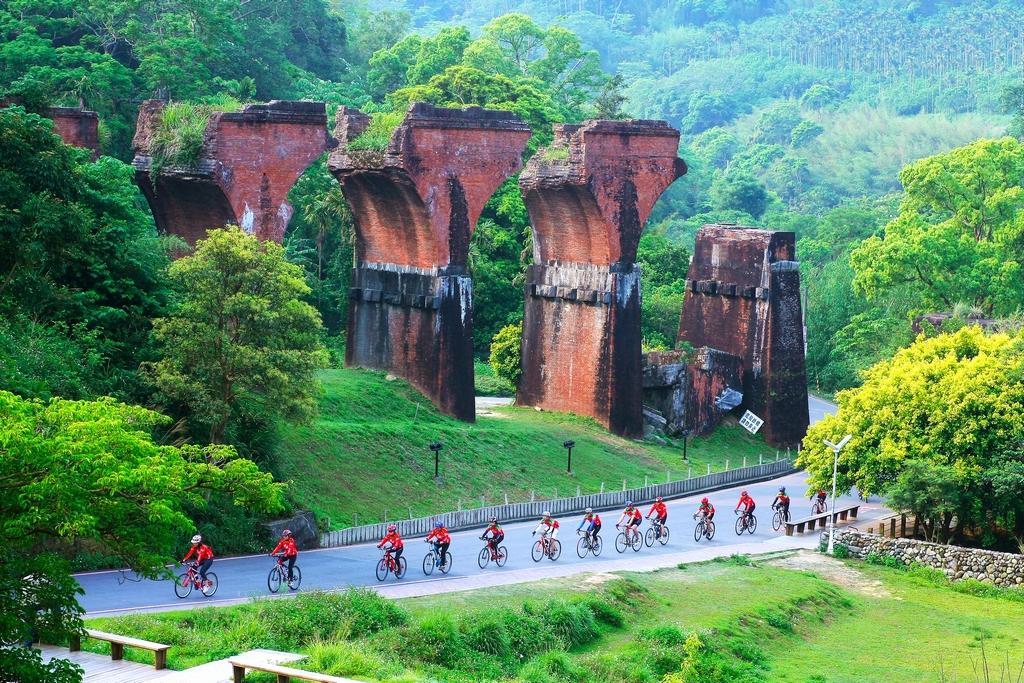Remains of Longteng Bridge in Sanyi