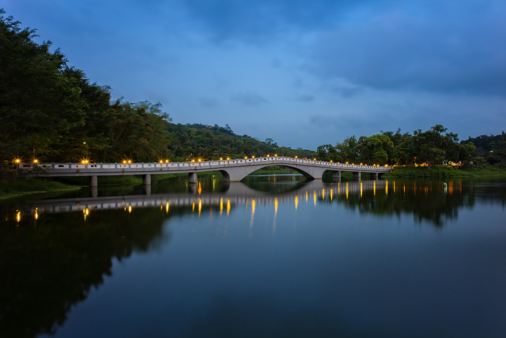 青草湖湖景