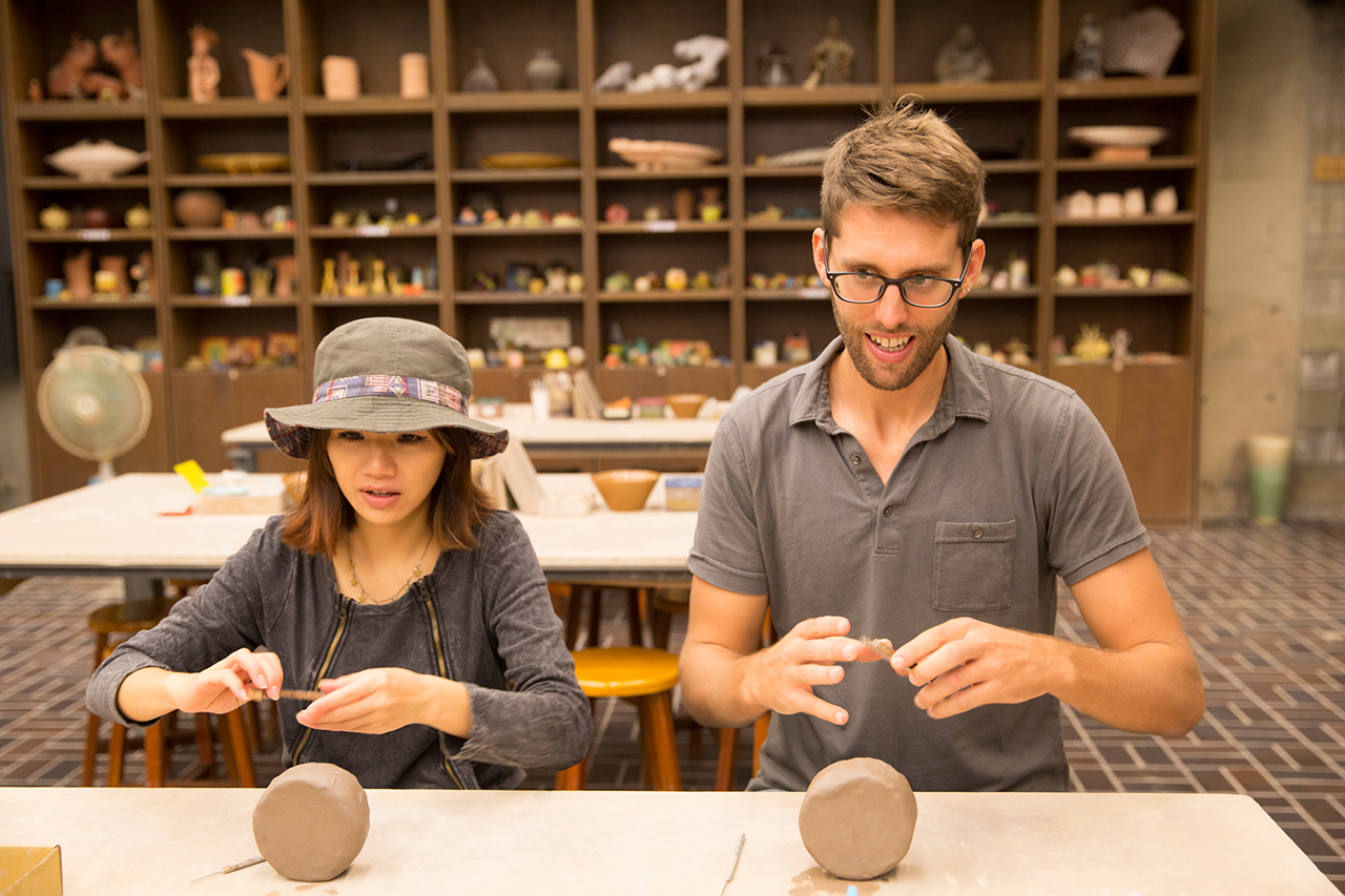 Yingge ceramics-making trial class