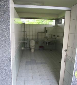 辦公室旁無障礙公廁1間
