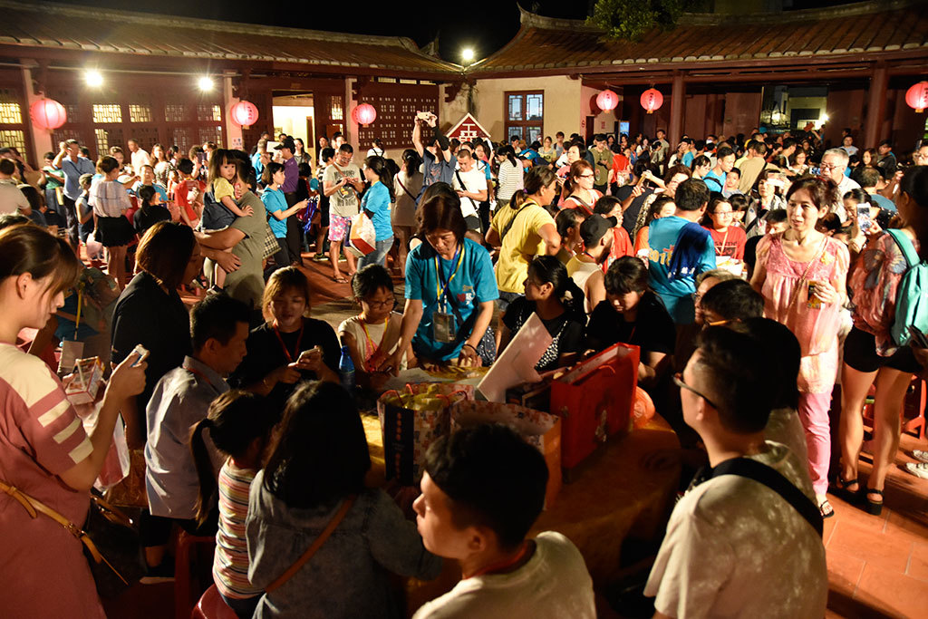 2019 The Dice Game For Mooncakes (Bo-Bing) on Mid-Autumn Festival