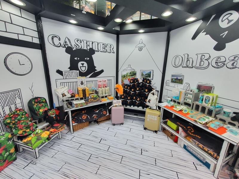 「喔熊夢工場」展售多元的喔熊授權商品