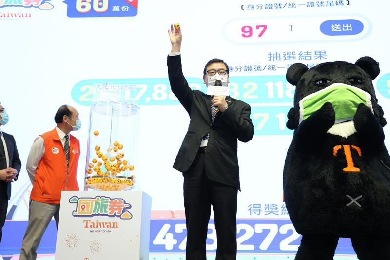 「國旅券」於今天(10月12日)辦理第1次抽籤,共計60萬3,394名幸運朋友中獎