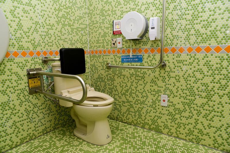 1樓無障礙廁所內部