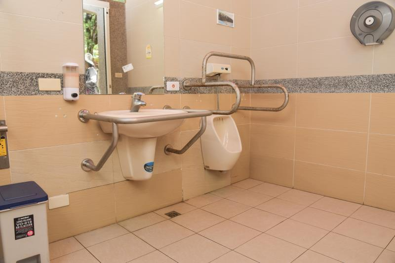 無障礙廁所洗手臺