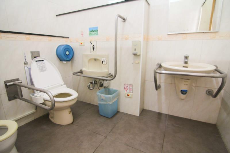 無障礙廁所內部