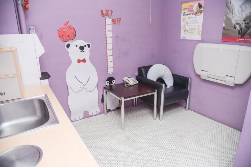 哺集乳室內部